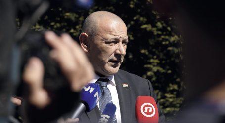 Medved pripustio provokatore u Okučane nakon što je Plenković pristao da ga Kraus i Milanović isključe iz Jasenovca
