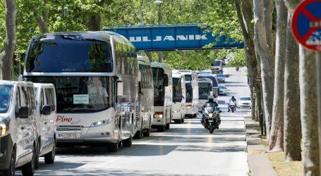 PULA: Prosvjedna vožnja autobusa i kombija jer im Vlada ne da raditi