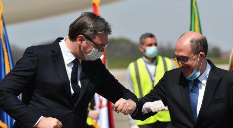 Vučić je zbog pada popularnosti preko noći odlučio ublažiti mjere protiv koronavirusa