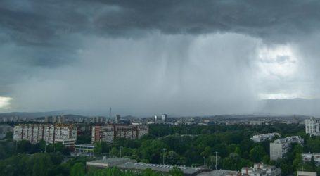 Sjever Hrvatske pogodilo nevrijeme, meteorolozi kažu da će poslijepodne biti još gore