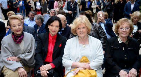 'Starije žene zamijenjene su mlađima zbog duboko ukorijenjena patrijarhalnog obrasca'