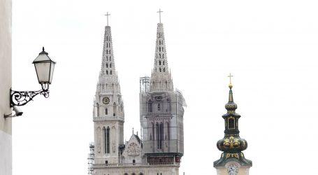 Postavljen zamjenski križ i na južni zvonik zagrebačke katedrale