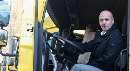Novi skandalozni potez Hrvatske pošte: Kako se skriva najam luksuznog Audija za šefa Uprave