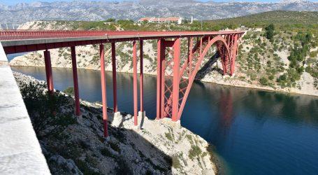 HAK: Paški most i Maslenica zbog olujnog vjetra otvoreni samo za osobna vozila