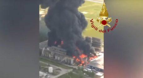 Eksplozija u tvornici acetona u Italiji, širi se gusti crni dim