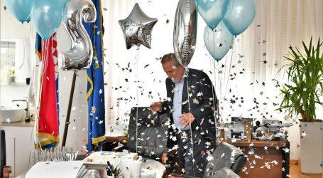 "FOTO: Bandićeve suradnice iznenadile šefa: ""Čestitamo na prvih 20"""