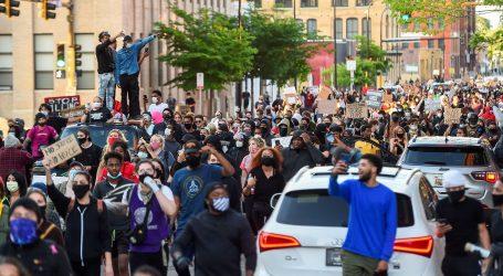 Peta noć prosvjeda u SAD-u: pljačke, vandalizam, policijski sat
