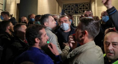 Incident ispred Skupštine Srbije, privedeno 15 osoba