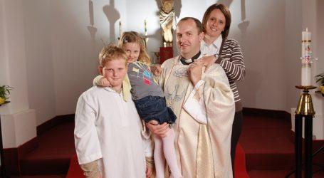 SVEĆENICI I NJIHOVA DJECA: Kad tata služi misu