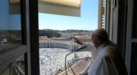 Ljudi su važniji od gospodarstva, kaže papa Franjo dok zemlje izlaze iz karantene
