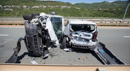 HRELJIN: Trostruki sudar dva automobila i dostavnog vozila