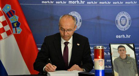 MORH: Ministar Krstičević i načelnik Hranj upisali se u Knjige žalosti