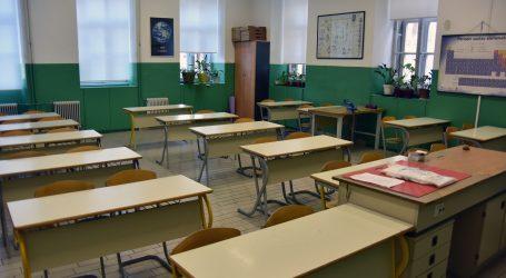 Dosjetljiva američka učiteljice ne može bez svojih učenika, izradila je kabinu za zagrljaje