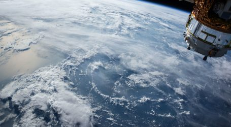Kapsula SpaceX-a s dvojicom astronauta pristala na ISS