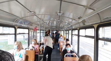 VIDEO: U zagrebačkim tramvajima većinom gužva, ali maske se nose
