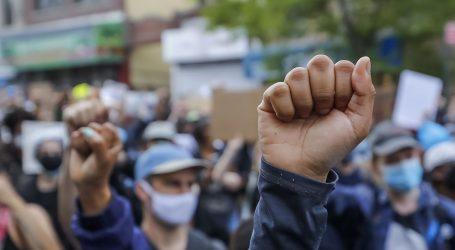 VELIKI NEMIRI U SAD-U: Ranjena petorica policajaca, Trump prijeti vojskom