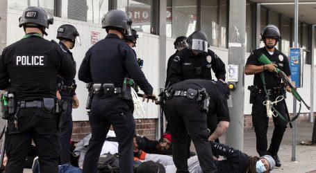 UZNEMIRUJUĆI INCIDENT: Policija u Buffalu gurnula 75-godišnjaka na tlo