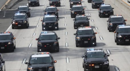 Policajac u Kaliforniji ubio mladića koji je klečao pred službenicima