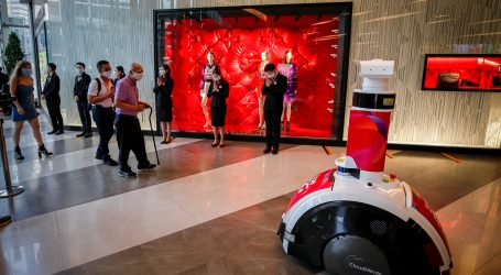 TAJLAND: Robotski pas dijeli dezinficijens u trgovačkim centrima