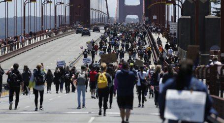 Automobilom uletio među prosvjednike u Seattleu, pucao i ranio prosvjednika