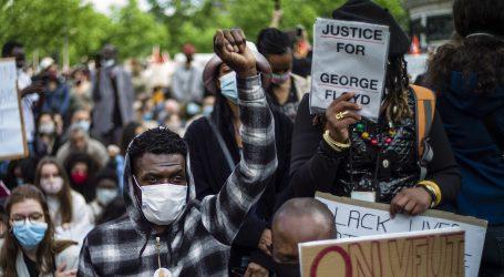 Desničari u Londonu na policiju, policija u Parizu na antirasističke prosvjednike