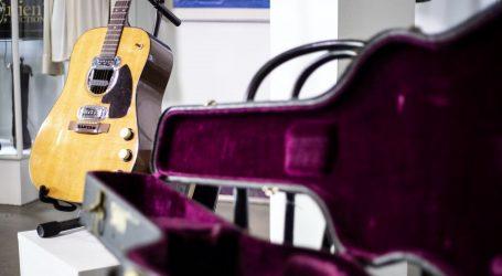 Akustična gitara Kurta Cobaina na dražbi prodana za čak šest milijuna dolara