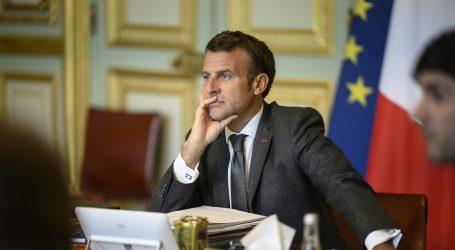 Macron u petak razgovara s Putinom