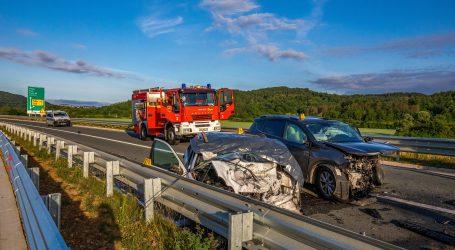 Teška nesreća u Istri, automobil skrenuo u suprotnu traku, jedna osoba poginula