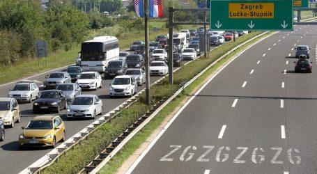 Kolnici mjestimice mokri, povremeno pojačan promet na Lučkom na ulazu na autocestu