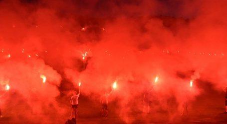 VELIKA BAKLJADA NA ŠUBIĆEVCU: Nogometaši i Funcuti proslavili povratak Šibenika u Prvu ligu
