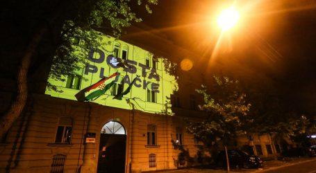 PERFORMANS ŽIVOG ZIDA: Poruka 'Dosta je pljačke' osvijetlila zgrade institucija