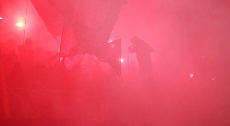Navijači u Zagrebu pozirali s jezivim transparentom