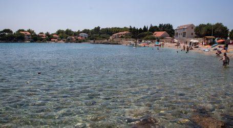 Na plaži Prižba na Korčuli došlo je do kratkotrajnog onečišćenja mora fekalnim vodama