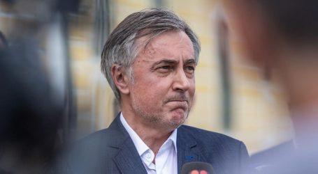 Srednji prst bivše predsjednice uperen je protiv Miroslava Škore, ali će najveće probleme stvoriti HDZ-u