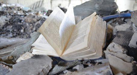 """Izložba u Rijeci: Sjećamo li se """"čišćenja"""" knjiga u Hrvatskoj?"""