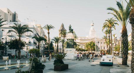 U Španjolsku stigli prvi turisti, a Francuska se vratila u normalu