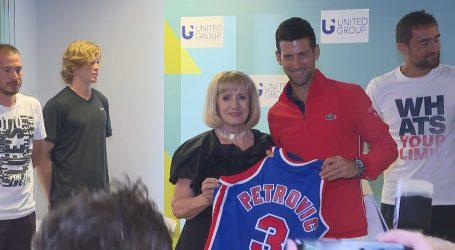 Biserka Petrović poklonila Draženov dres Novaku Đokoviću