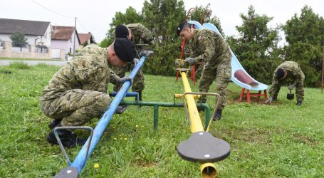 BJELOVAR: Hrvatska vojska sudjelovala u uređenju dječjih igrališta