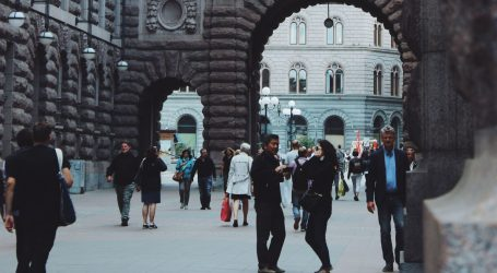 Broj smrtnih slučajeva od covida u Švedskoj prešao pet tisuća