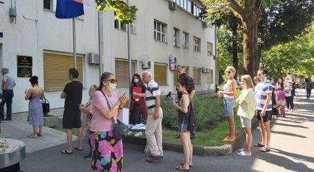 FOTO: Čeka se dolazak Plenkovića, veliki odaziv građana svih generacija u Zagrebu