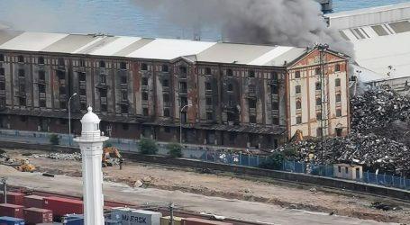 """Požar u riječkoj luci, """"cijela Rijeka u odurnom i nesnošljivom oblaku dima"""""""