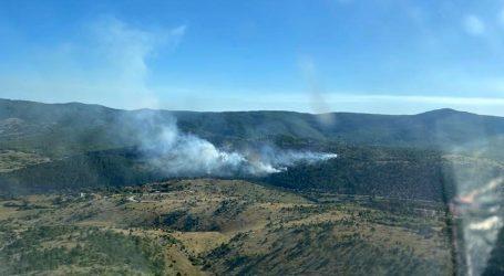 Požar kod Muća pod nadzorom, ali nije lokaliziran