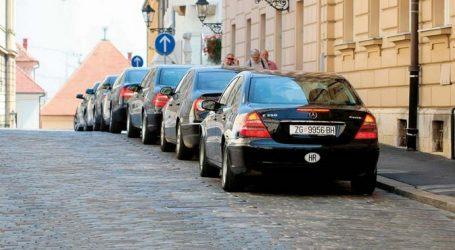 Vlada ne može bez novih automobila: Raskošno putovanje u bankrot