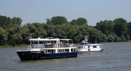 U Vukovar uplovio prvi ovoljetni riječni kruzer