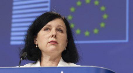 Potpredsjednica EK Vera Jourova zabrinuta, poziva Sloveniju da ne slijedi Mađarsku na području medija