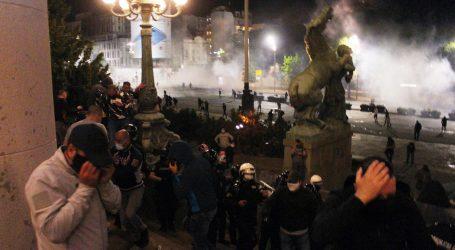 """Nasilje u Beogradu nakon najave policijskog sata: """"Ćale, ovo je za tebe!"""""""