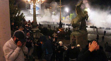 """Šef policije Srbije: """"Uspjeli smo odbiti napade huligana koji su pokušali osvojiti Skupštinu"""""""