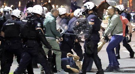 """Vučićevi mediji tvrde da """"strane policije reagiraju brutalnije"""""""