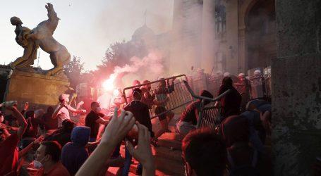 Opsadno stanje u Beogradu: Policija nakon šest sati uspostavila kontrolu u središtu grada
