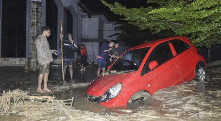 U Indoneziji poplave usmrtile najmanje 16 ljudi, raselile stotine